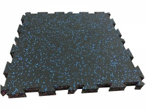Interlocking gym floor mat